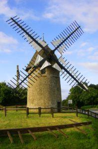 moulin a vent au mont des Alouettes, lien vers la mairie des Herbiers